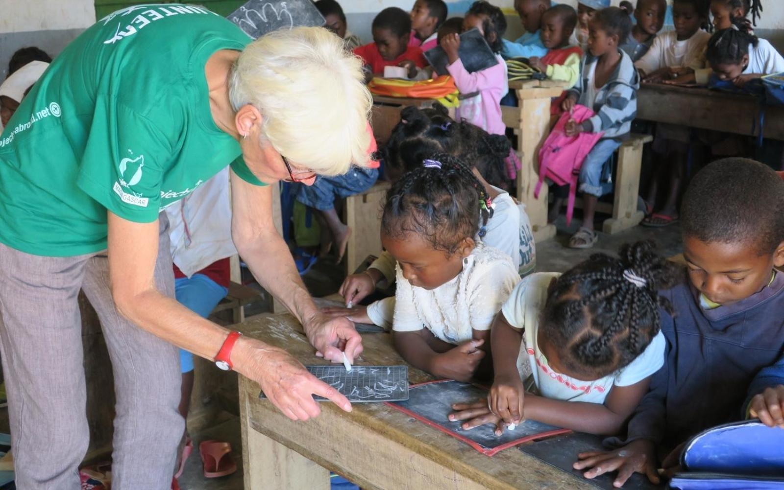 シニアボランティアがマダガスカルの子供たちへの教育支援に活躍